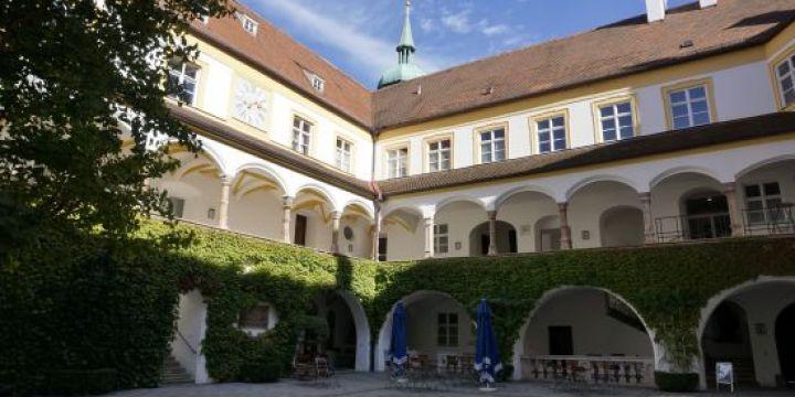Innenhof des Bildungszentrums Kardinal-Döpfner-Haus in Freising