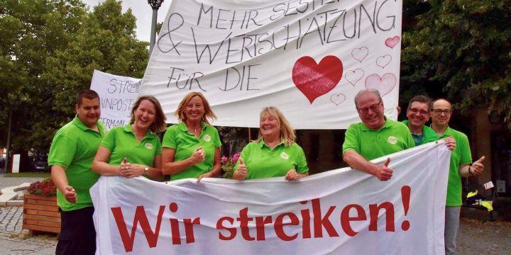 Streikende Mitarbeiter*innen des Lichtenfelser Obermain-Tagblatts am 12.07.2017