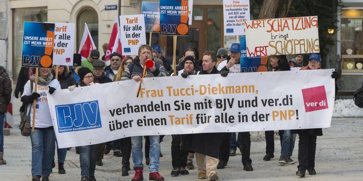 Demonstrationszug von Journalisten in der Passauer Innenstadt