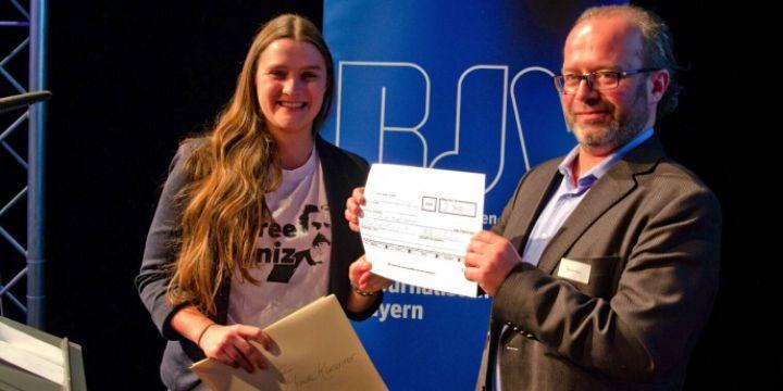 Preisübergabe an Mareike Kürschner durch Markus Hack - Helmut-Stegmann-Preis 2017