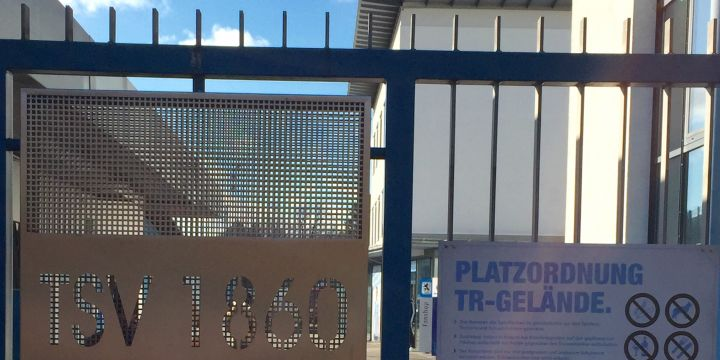 Verschlossene Türen am Trainingsgelände des TSV 1860