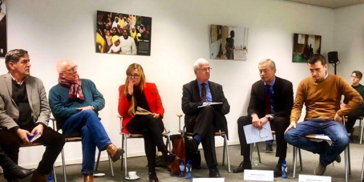 Gruppenbild eines Hearings der EJF in Brüssel zur aktuellen Situation der Medien in der Türkei und Südosteuropa