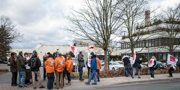 Streikende Redakteure und Verlagsangestellte beim Nordbayerischen Kurier in Bayreuth